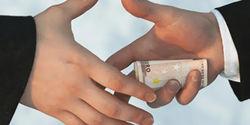 Как часто литовцы дают взятки?