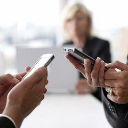 Почему латвийские чиновники переплачивают за мобильную связь?