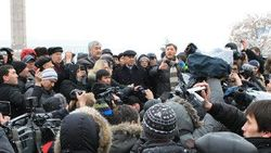 Астрахань: оппозиция не дает полиции задержать участников митинга