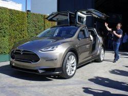 Первые изображения концепт-кроссовера Tesla Model X уже появились