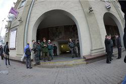 Президент Беларуси спустился на разрушенную в результате взрыва станцию метро