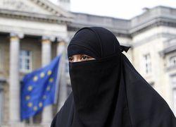 Во Франции женщинам-мусульманкам запретили носить паранджу