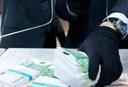 Какую сумму украли у служащего коммерческого банка?