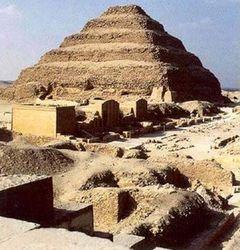 Древнейшая египетская пирамида может быть разрушена