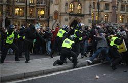 Британское правительство обещает жестко разобраться с беспорядками