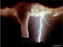 РФ угрожают смерчи и сильные ураганы