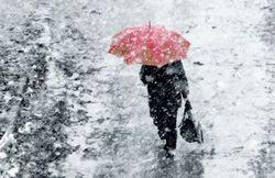 Москву засыпает снегом