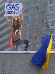Феминистки Украины разделись возле Газпрома