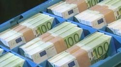 ЦБ России незначительно повысил курс рубля к евро