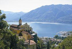 В Швейцарии придумали отель, стилизованный под берег озера