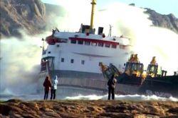 Из-за шторма невозможна откачка топлива из судна, потерпевшего крушение в Сочи