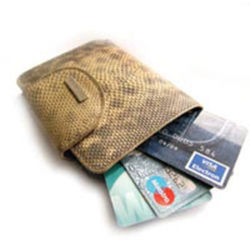 Госбанки Беларуси ограничили операции по рублевым картам за границей
