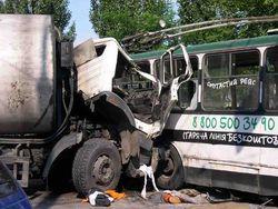 К каким последствиям привело столкновение грузовика и троллейбуса?