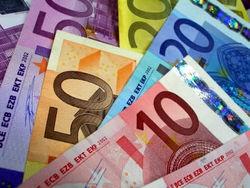 Курс евро укрепился к доллару, фунту и швейцарскому франку