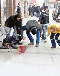 в Севастополе муж напал на жену с ножом посреди улицы