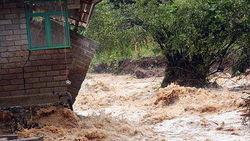 Какое стихийное бедствие одолевает Индонезию?