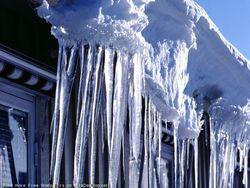 От свалившейся глыбы льда в Петербурге погибла женщина