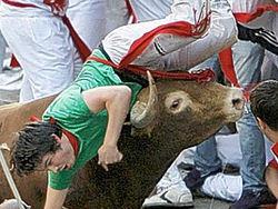 В Испании бык забодал участника забега