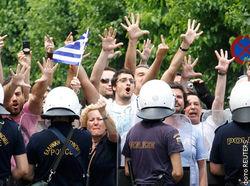 Столкновения в Греции дестабилизируют финансовые рынки