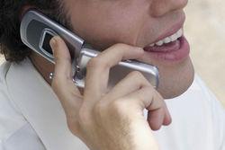 Ученые: разговоры по мобильнику перед сном приводят к бессоннице