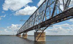 Два американца украли железный мост