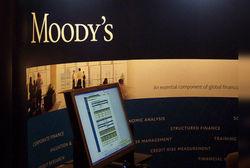 Moody's грозит понизить рейтинги половины банков мира