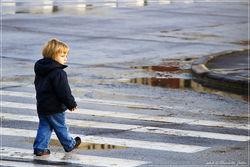 ребенок на пешеходном переходе
