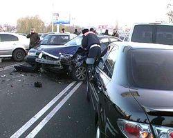 К чему привело столкновение восьми автомобилей в Москве?