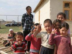 Активисты: половина кыргызских детей – за чертой бедности