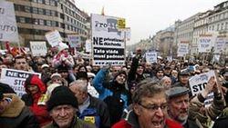Тысячи жителей Праги протестуют против мер экономии