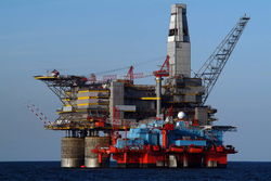 Авария на бурплатформе в Охотском море - 4 погибших