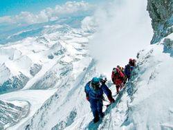 На горе Казбек обнаружили тело украинского альпиниста
