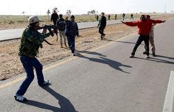 Бойцы Каддафи захватили 17 иностранцев