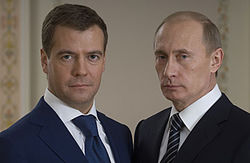 Кого больше уважают: Путина или Медведева?
