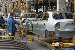 В 1-м полугодии автозаводы Петербурга выпустили около 100 тыс. машин