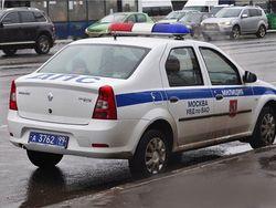 В Москве полицейская машина сбила девушку
