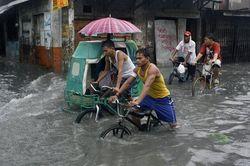 Жертвами наводнения в Таиланде стали уже 602 человека
