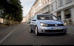 Новое поколение VW Golf покажут осенью этого года