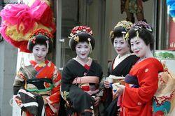Из-за природных катаклизмов турпоток в Японию упал на четверть