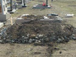 Вандалы осквернили мусульманское кладбище в Крыму