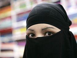 Во Франции присудили первые штрафы за ношение никаба