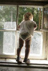 В Луцке, с большой высоты, упала маленькая девочка