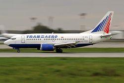 """""""Боинг 737-500 """"авиакомпании  """"Трансаэро """", который должен был направляться в Москву, задержали работники аэропорта."""
