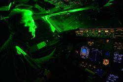 Кто ослепляет лазером самолеты, заходящие на посадку?