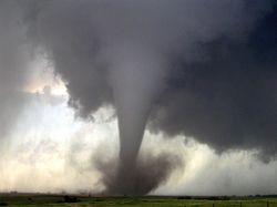 Что спровоцировало торнадо в Чехии?