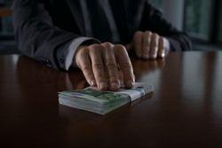Съесть взятку – новый модный тренд среди коррупционеров?