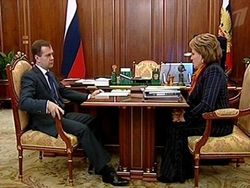 Медведев поддержал Матвиенко на должность спикера Совета Федерации