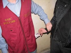 Сотрудник ФМС взял взятку у иностранного гражданина