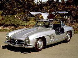 Уникальный Mercedes-Benz 1955 года ушел с «молотка» за рекордные 4,6 млн.долларов