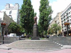 Кто пытался осквернить памятник В.И.Ленину?